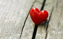 8 خطوات لتخطفي قلب زوجك وعقله