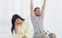 كيف تستعيدين زوجك المتعلق بأصدقائه؟