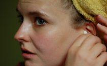 كيفية تنظيف الأذن بطريقة آمنة