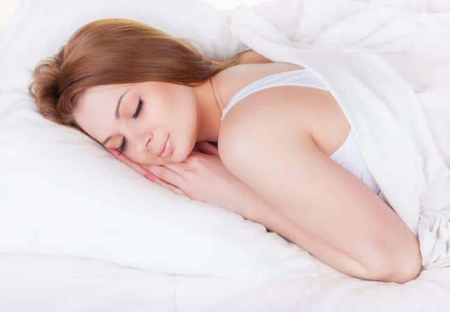 طريقة النوم السليمة لصحة الحامل