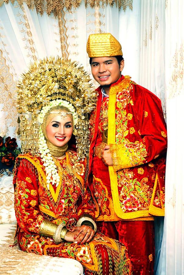 لباس العروس في أندونيسيا
