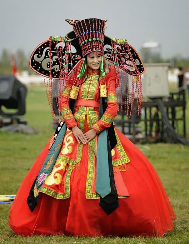 لباس العروس في منغوليا