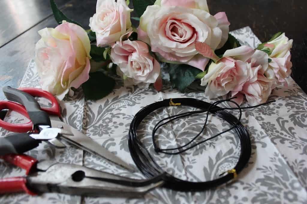 طريقة صنع إكليل الورد