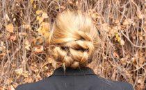 تسريحة شعر كلاسكية لصاحبات الشعر الطويل