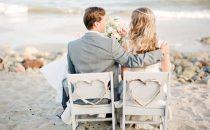 أفكار رائعة لتزيين كراسي الزفاف