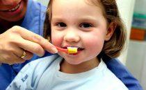 كيف تنظفين أسنان ابنك؟