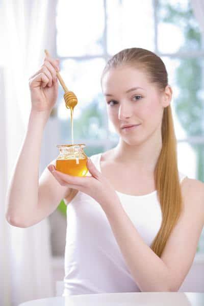 قناع العسل لإزالة البقع السوداء من الوجه