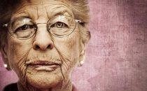 مجموعة من المسنين يقدمون لك أجمل أسرار الحياة السعيدة