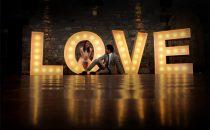 بالصور: ديكورات حفل الزفاف بإضاءة مميزة