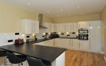 تصاميم مطابخ بسيطة للمنازل العصرية