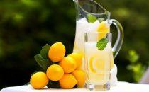 تعرفي على فوائد عصير الليمون للجسم