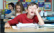 إليك كيفية التعامل مع شكوى الطفل من المدرسة