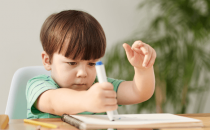 إليك طرق تطوير مهارات طفلك ومساعدته على تعلم الكتابة