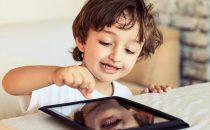 كيف تتعاملين مع الطفل مدمن مواقع التواصل الاجتماعي؟