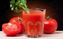 قناع صلصة الطماطم والكركم لعلاج الهالات السوداء