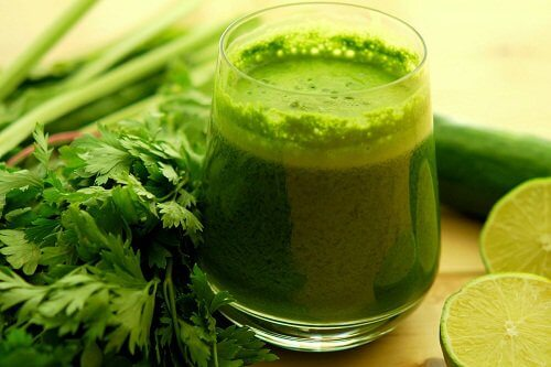 مشروبات طبيعية لإزالة السموم من الجسم.