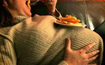 أطعمة تضرك أثناء الحمل تجنبيها