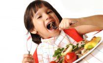 أطعمة مهمة لزيادة ذكاء الطفل