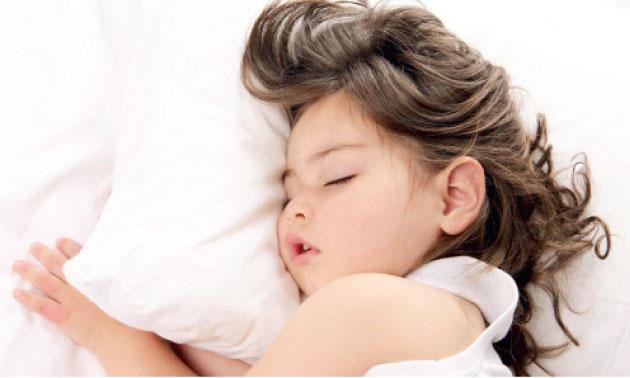 ﻻ يخفف نوم الطفل من عصبيته فحسب وإنما أيضا له ضرورات أخرى - (أرشيفية)