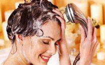 كيف تحضرين ماء الشطف الخاص بك حسب نوعية الشعر