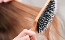 خطوات تنظيف فرش الشعر