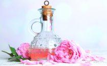 استخدامات رائعة لماء الورد للعناية بالبشرة