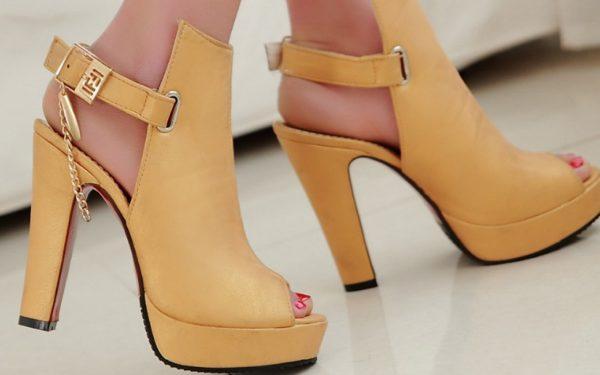 بالصور: أجمل الأحذية المكشوفة من الخلف