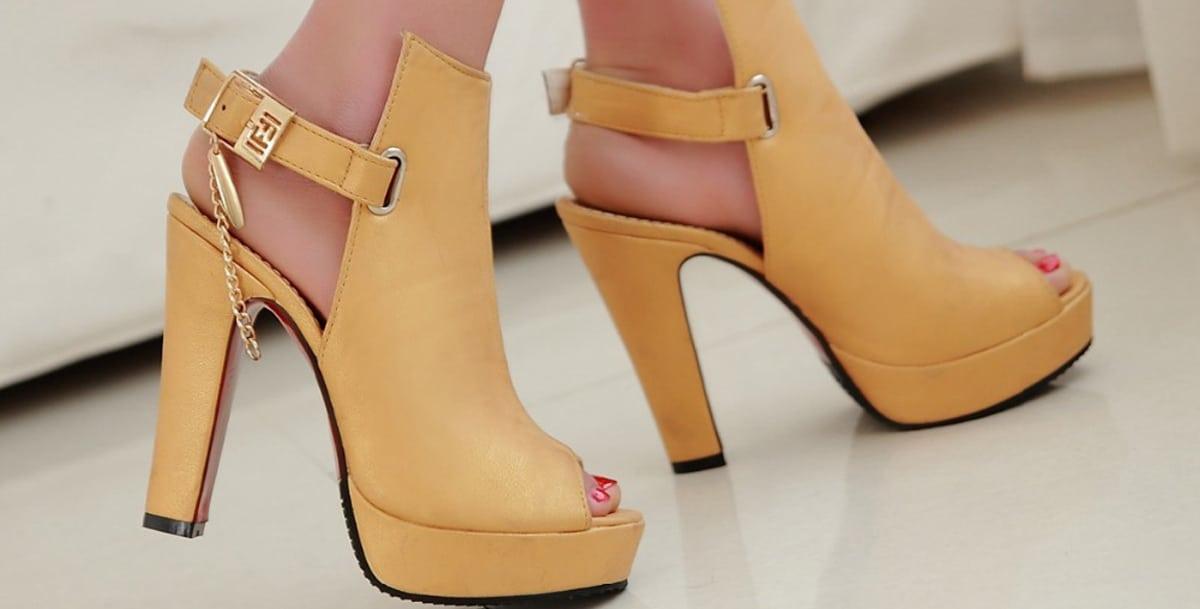 a01932b6f بالصور: أجمل الأحذية المكشوفة من الخلف   مجلة سيدات الامارات