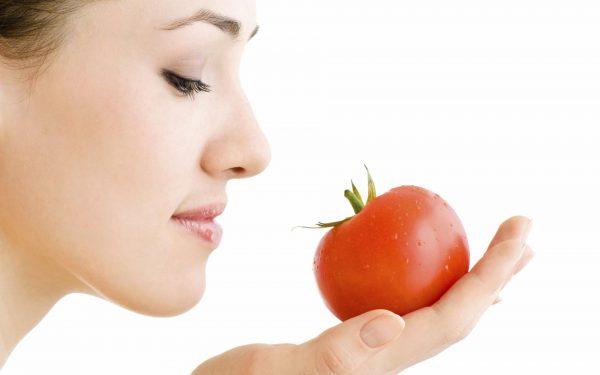 قناع العسل والطماطم لتفتيح البشرة