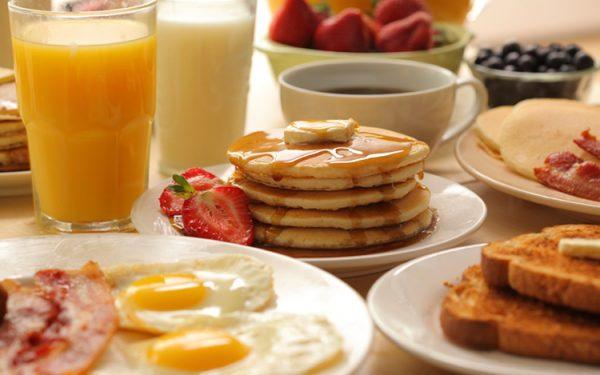 تجنبي هذه الوجبات خلال وجبة الإفطار