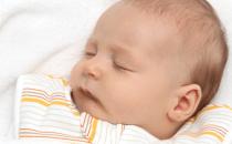نصائح لتفادي حالة الرأس المسطح لدى الطفل
