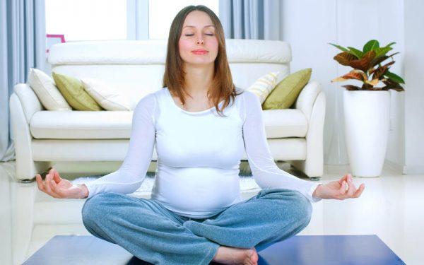 اليوغا والحمل.. فوائد لا تحصى تعرفي عليها
