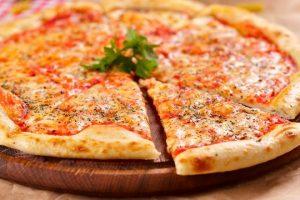طريقة تجهيز بيتزا بسيطة ولذيذة