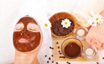 كيف نصنع قناع القهوة والزبادي لمحاربة البثور؟