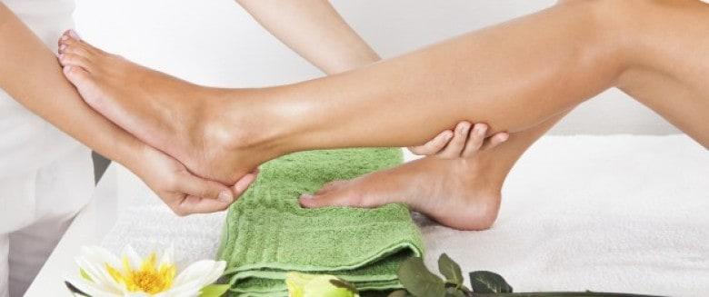 علاجات منزلية للتخفيف من تورم الساقين