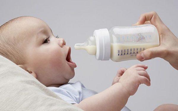 أفضل الطرق لتعقيم زجاجة الرضاعة الخاصة بطفلك