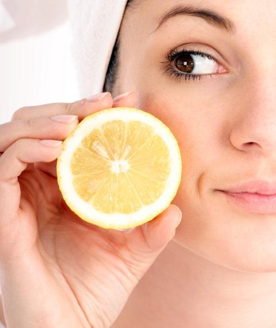 وصفات الليمون للتخلص من البقع الداكنة
