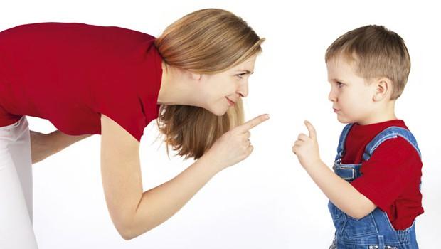 كيف تتعاملين مع طفلك متقلب المزاج؟