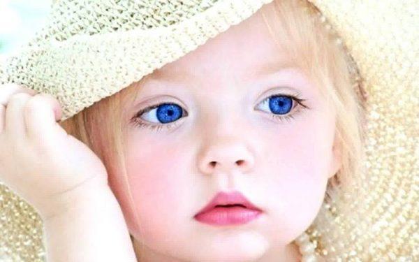وصفات بسيطة لتنعيم شعر ابنتك منذ صغر سنها