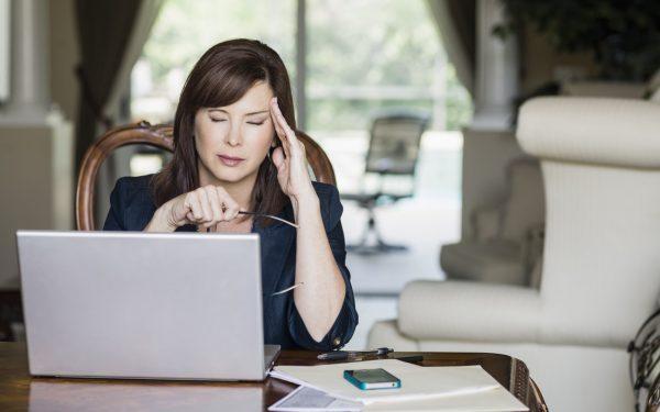 كيف تعرفين أن عملك يضر بصحتك؟