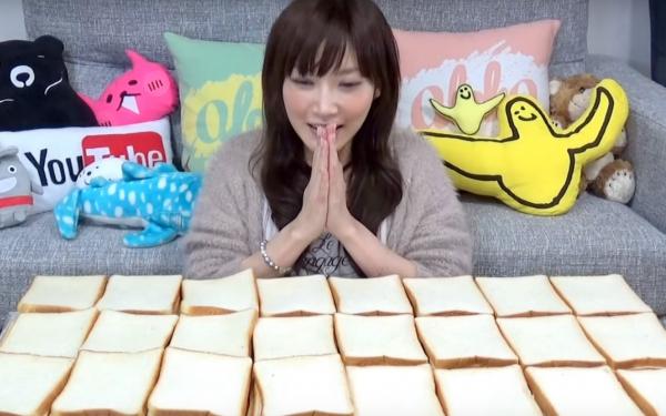 بالفيديو : يابانية تتناول كميات كبيرة من الطعام دون أن يزيد وزنها