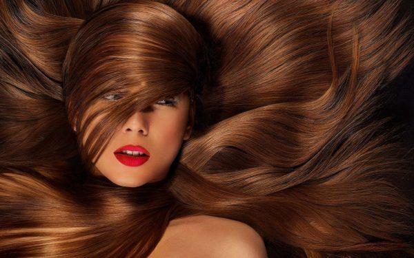اصبغي شعرك بالبني الأشقر بمكونات طبيعية سهلة