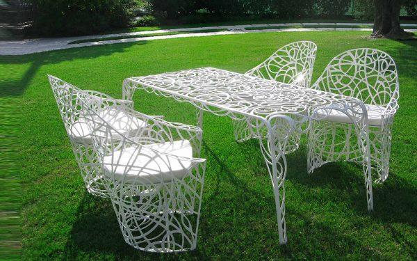 تصاميم مبتكرة لكراسي الحديقة