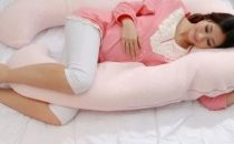 إليك الوضعيات المناسبة للنوم خلال فترة الحمل