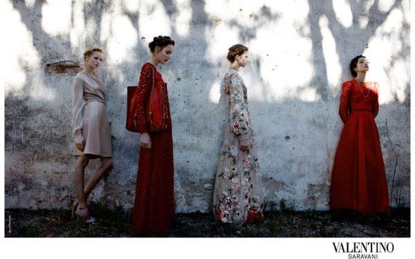 بالصور | علامة فالنتينو تقدم مجموعة فساتين سهرة محتشمة لسنة 2017