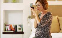 تجنبي استخدام الماكياج أثناء الحمل لهذه الأسباب