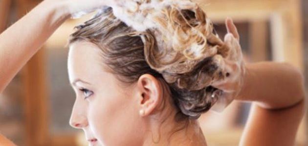 كيف تزيلين صبغة الشعر بشكل طبيعي في المنزل؟