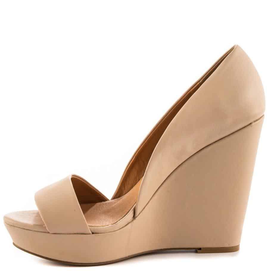 أحدث تصاميم الأحذية بلون الجلد