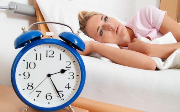 الأرق قد يكون دليلا على تعكر صحتك بعد سن اليأس