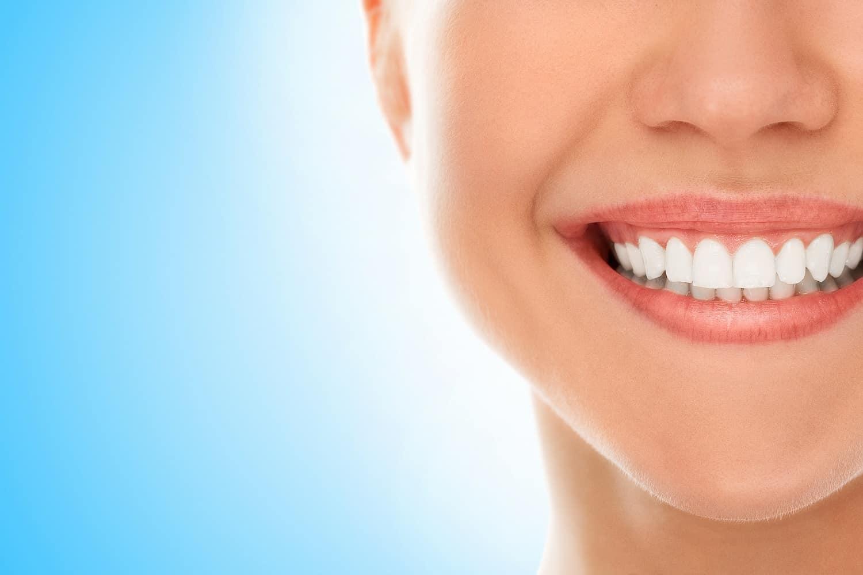 نزيف اللثة يهدد صحة وجمال أسنانك